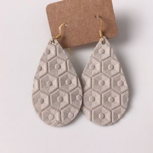 NWOT White Honeycomb Leather Earrings